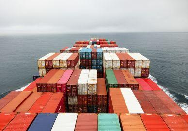 Los precios se disparan por la escasez de contenedores en China